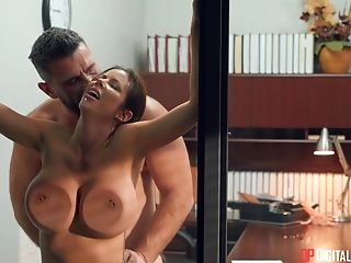 Hot Woman Amazes With Her Abilities In Sucking The Dick