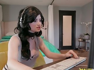 Celestia Vega Gets Chatted Into Pleasing A Delicious Shaft