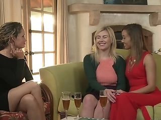 Horny Lesbos Prinzzess And Sabina Rouge Munch Each Others Vulvas