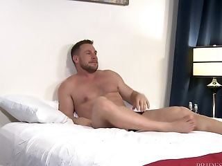 Wild Xxx Homo Threesome With Buffed Guys At A Motel Room