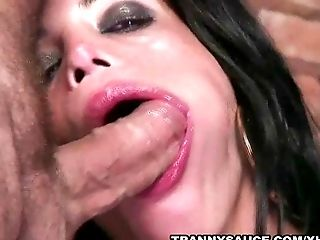 Tranny Vixen Isabelly Sucking And Tugging A Meatpipe