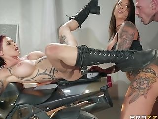 Sexy Tattooed Gfs Anna Bell Peaks And Felicity Feline Fucking The Cop