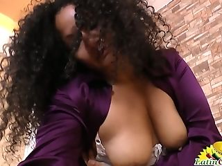 Middle Older Brazilian Bitch In Pantyhose Stimulates Her Twat With Vibro