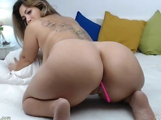 Lovely Sexy Latina Flashing Natural Massive Tits And Thick Booty In Front Of The Webcam