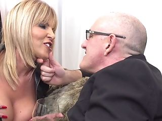 Matures Chubby Blonde Cougar Miss Gabrielle Fox Spreads Her Gams For Stiffy