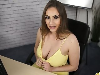 Sizzling Chick Sophia Delane Shows Off Her Supah Edible Bib Boobies Down Half-shirt