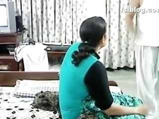 Pakistani Female Has Intercourse At Home