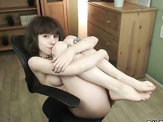 Hot Camgirl Loves Finger-tickling Her Hairy Cunny On Webcam