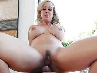 Mummy Makes Her Masseuse Perceive Good With Her Hot Fuck Holes