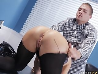 Nicole Aniston Likes To Attempt Fresh Ways Of Reaching Memorable Orgasm
