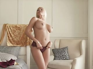 Cuban Bombshell Luna Starlet Gets Fucked After Cootchie Rubdown Session