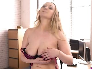 Amazing Platinum-blonde Head Rachael C Flashes Her Gorgeous Saggy Knockers