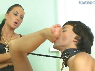 Servant Slurping Sexy Gams Passionately Of Beautiful Footfetish Cowgirl