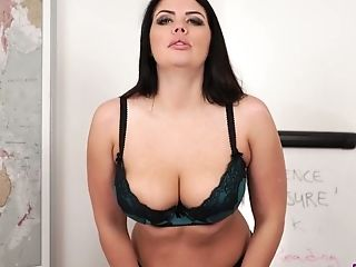 Gorgeous Curvy Stunner Kylie K Is Actually Ready To Kittle Herself