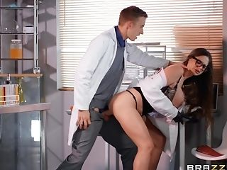 Nerdy Scientist Stunner Cathy Heaven Takes Spunk In Mouth At The Laboratory