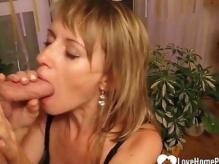 Pretty Mummy Sucking And Eating Jizm
